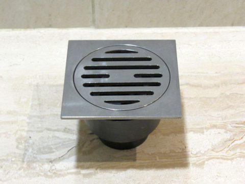 подов сифон Ф50 с неръждаем квадрат